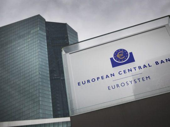 BCE pide a los bancos que renuncien a dividendos hasta octubre como mínimo