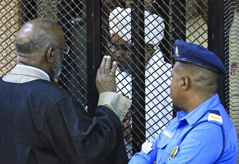 Expresidente sudanés Bashir condenado a dos años de detención por corrupción