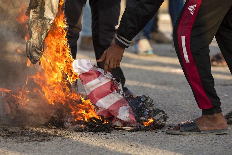 """Irak amenaza con """"revisar"""" sus relaciones con EEUU tras bombardeos"""