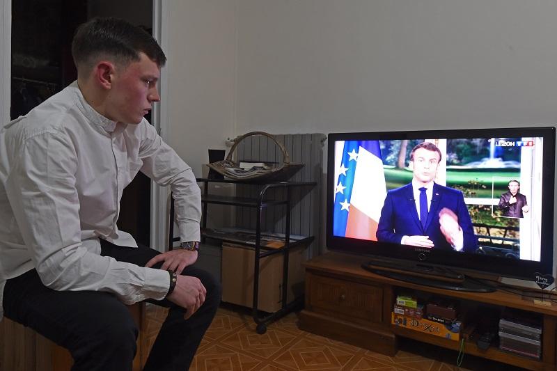 Macron se muestra decidido a realizar reforma de pensiones pese a la huelga en Francia