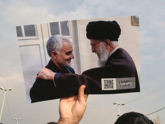 """La """"amarga"""" tragedia del avión no debe eclipsar el """"sacrificio"""" de Soleimani, dice Jamenei"""