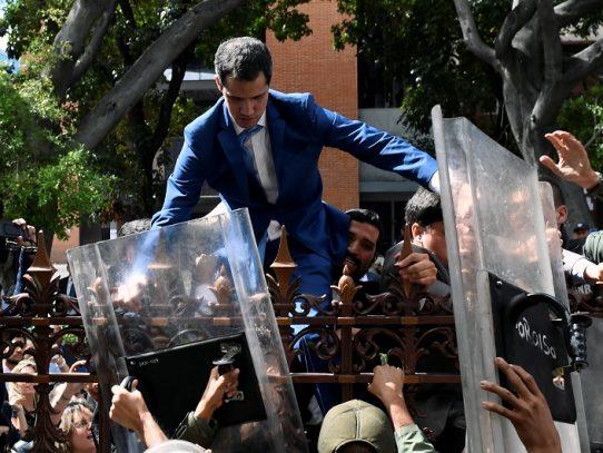"""La Eurocámara condena """"intento de golpe de Estado parlamentario"""" en Venezuela"""