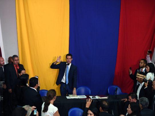 Juan Guaidó llega a Colombia y se reunirá con Mike Pompeo