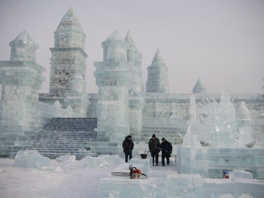 China celebra su famoso festival de hielo