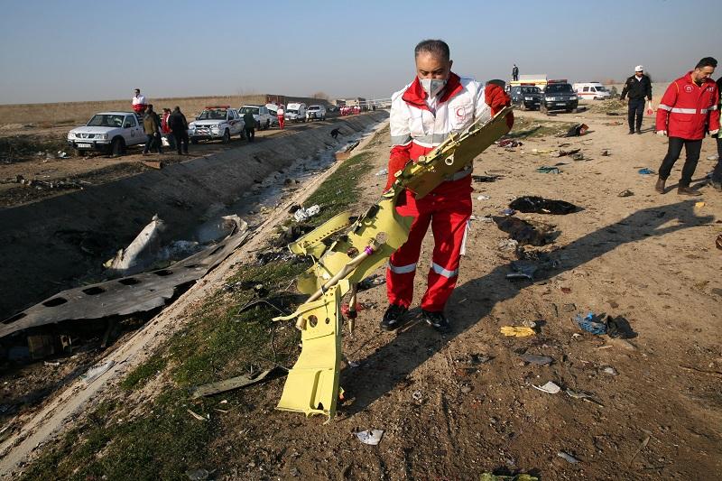 Irán encuentra las cajas negras de avión ucraniano que se estrelló