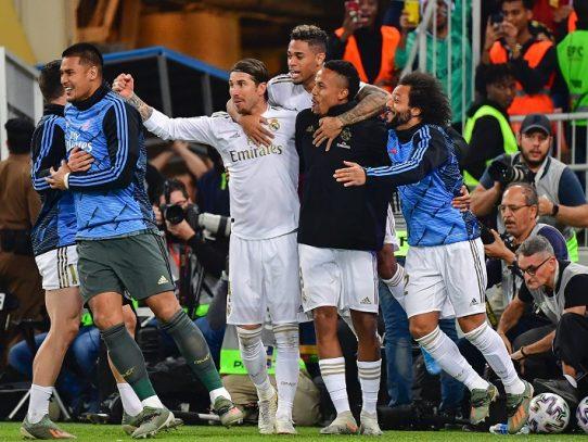 Real Madrid campeón de la Supercopa de España al ganar 4-1 al Atlético en penales