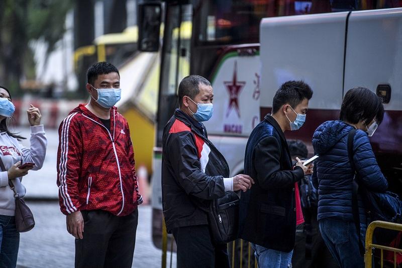 China interrumpe servicio de trenes y vuelos desde ciudad origen del nuevo virus