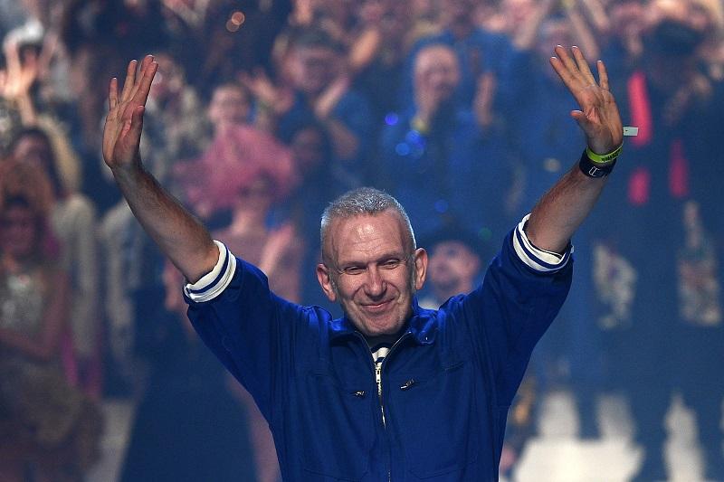 Jean Paul Gaultier dice adiós a las pasarelas arropado por sus musas