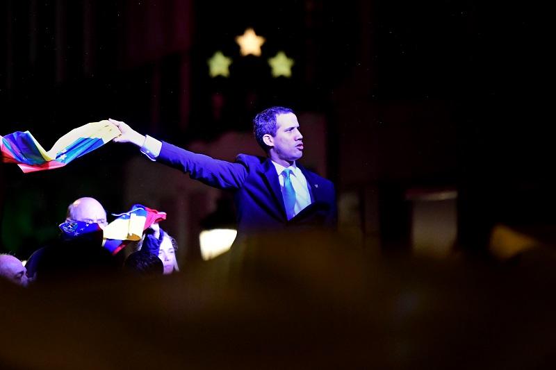 """Guaidó pide """"mantenerse en pie"""" frente a la """"dictadura"""" en una polémica visita a Madrid"""