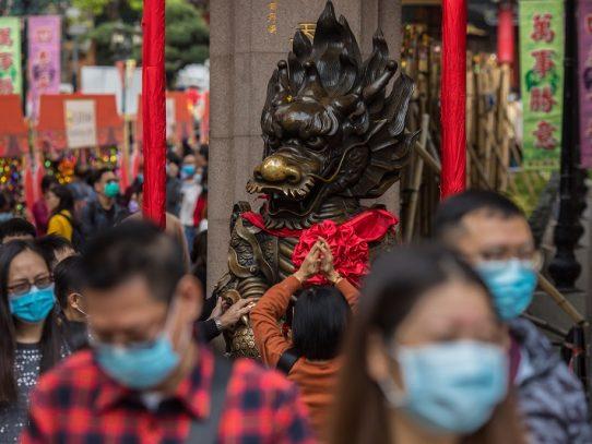 """El coronavirus """"avanza"""" y China se enfrenta a una """"situación grave"""", advierte Xi"""
