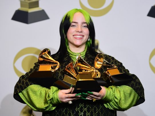 Billie Eilish arrasa en los Grammy dedicados a Kobe