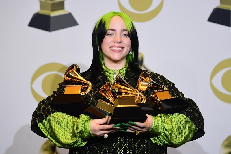 Billie Eilish arrasa en los Grammy dedicados a Kobe