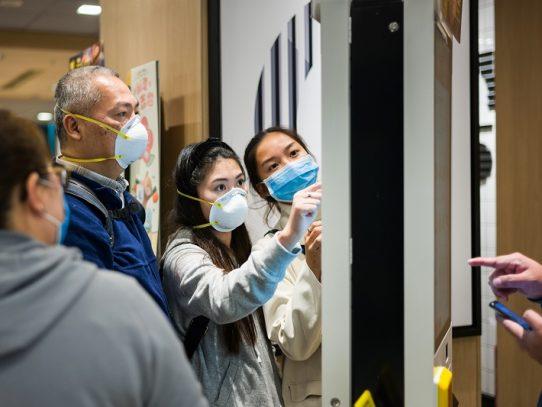 Tres japoneses evacuados de Wuhan están infectados con nuevo coronavirus