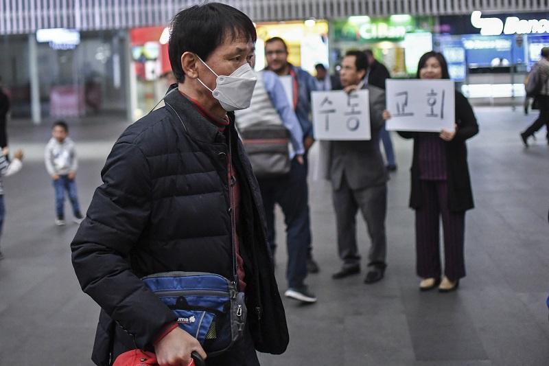 """OMS llama """"al mundo entero a actuar"""" contra el coronavirus, primeras evacuaciones de extranjeros en China"""