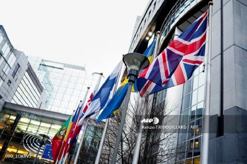 Al ritmo de una gaita, los eurodiputados del Partido del Brexit abandonan Bruselas