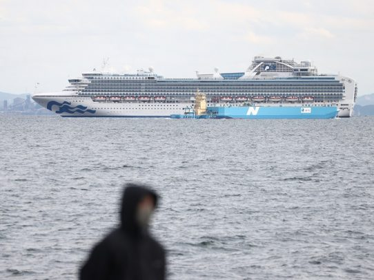 Al menos 10 infectados por nuevo coronavirus a bordo del crucero en Japón