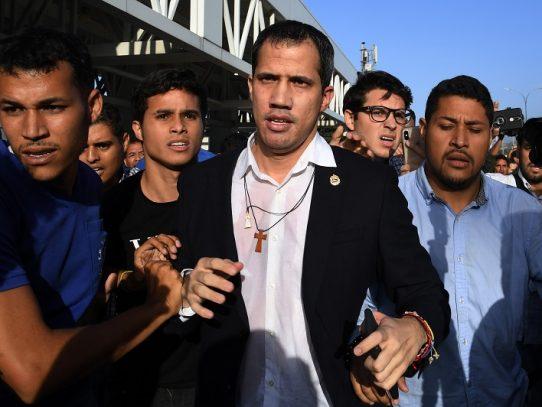 Opositor Juan Guaidó regresó a Venezuela tras gira internacional