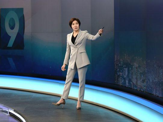 Una mujer presenta por primera vez las noticias en Corea del Sur