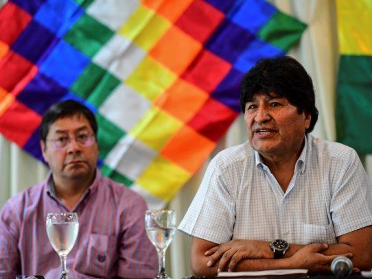 Delfín de Evo Morales firme en sondeos y ganaría balotaje en Bolivia