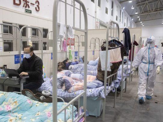 China, criticada internacionalmente, corrige balances de muertos por coronavirus
