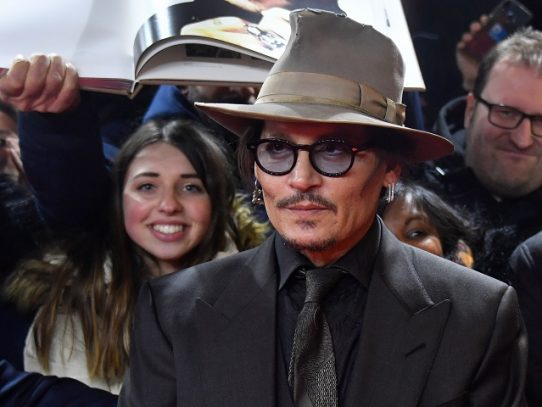"""Johnny Depp niega ser un """"monstruo"""" que golpeó a su exesposa"""