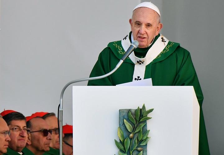 """Papa condena desde Bari hipocresía de países que """"hablan de paz y venden armas"""""""
