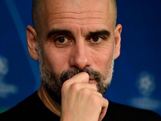 Guardiola reta a Agüero a ganarse un nuevo contrato con el City