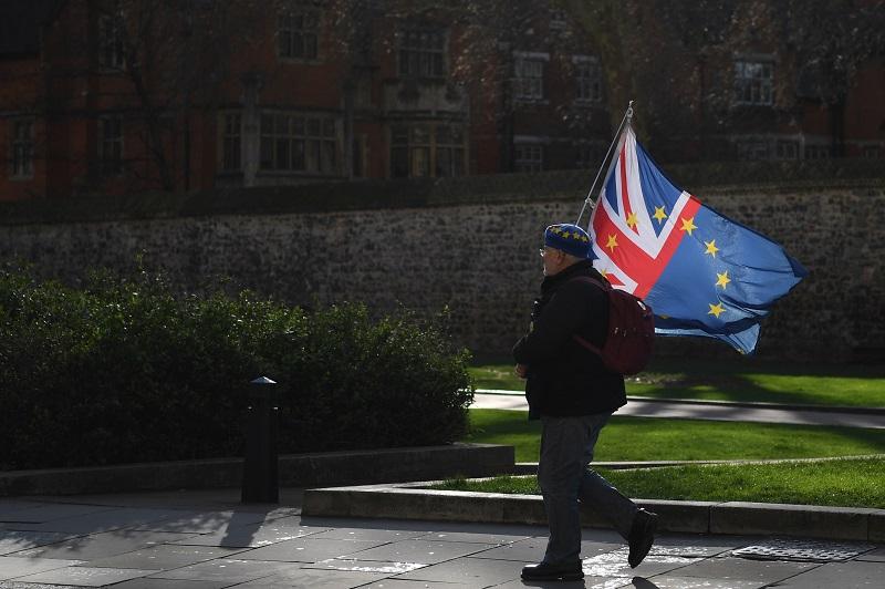 Diputados británicos aprueban controvertida modificación del acuerdo de Brexit
