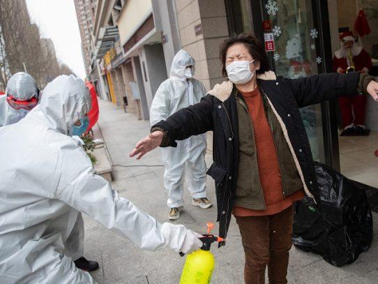 Chinos piden a sus familiares en el extranjero que regresen para evitar contagiarse