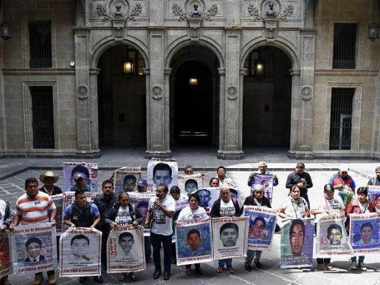 Juez mexicano ordena prisión para tres investigadores del caso Ayotzinapa