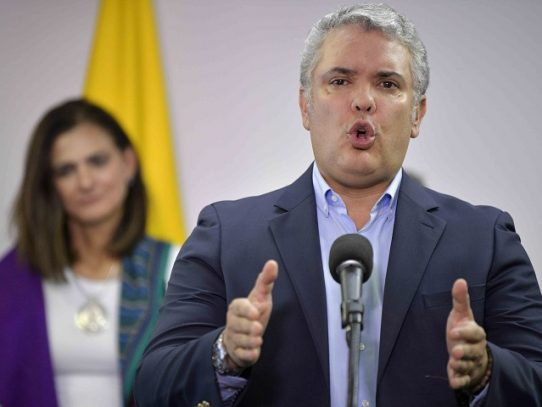 Duque denuncia ataque con disparos contra helicóptero en el que viajaba cerca de frontera colombo-venezolana