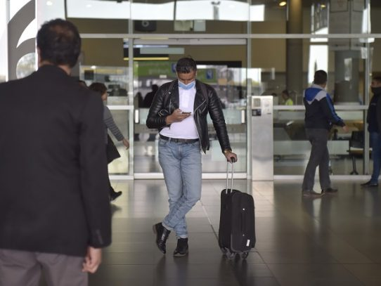 Colombia expulsa a franceses y españoles por violar aislamiento de coronavirus