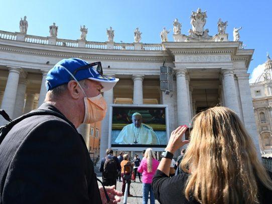 """El papa dice que las """"medidas draconianas"""" contra el virus """"no son siempre buenas"""""""