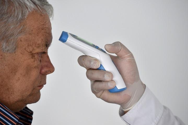 El mundo intenta frenar posible segunda ola de coronavirus, que aísla a España