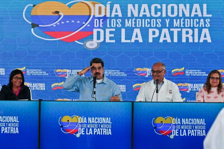 """Maduro denuncia que Guaidó se reunió con exboina verde en la Casa Blanca para planear """"invasión"""""""