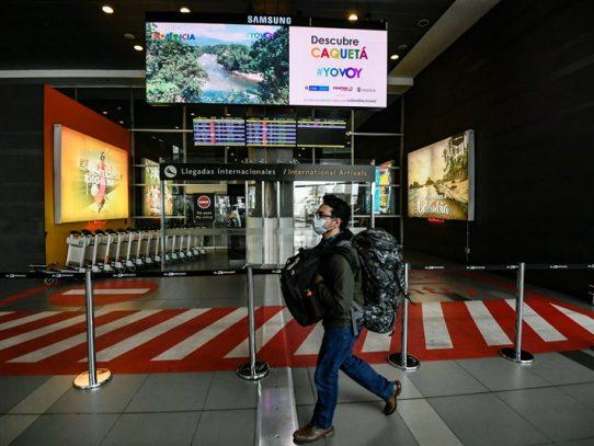 Panameños que permanecían en aeropuerto de Bogotá serán trasladados desde hoy