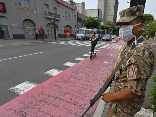 Gobierno de Perú anuncia reapertura de más servicios para reactivar economía