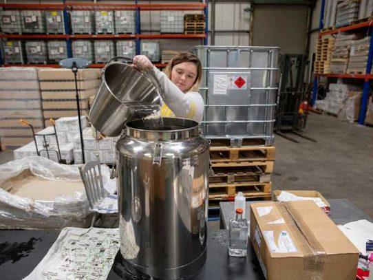 Destilería irlandesa convierte su ginebra en desinfectante para manos