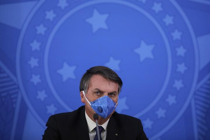 """Bolsonaro ve riesgo de """"caos"""" y """"saqueos"""" por medidas de cuarentena en Brasil"""