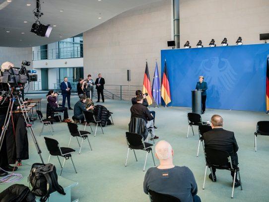 Alemania prohíbe reuniones de más de dos personas por coronavirus