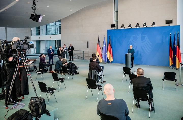 Merkel se fue a vacunar y terminó en cuarentena