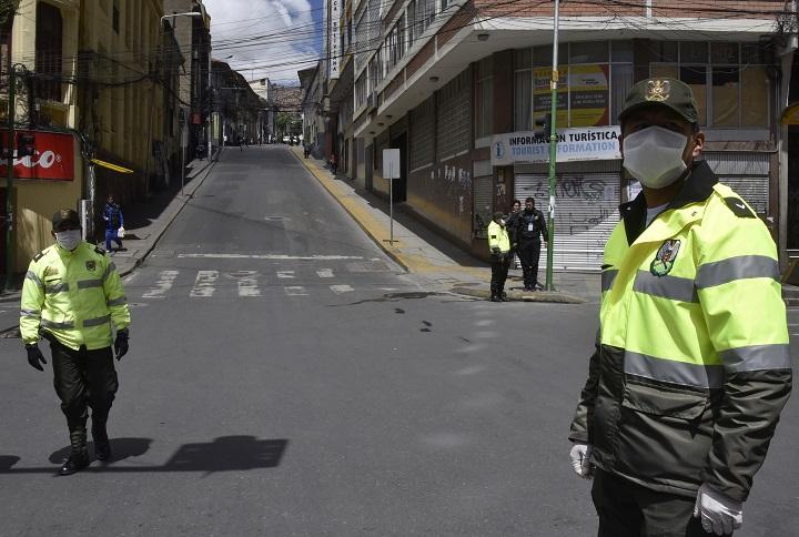 Bolivia cierra fronteras a los nacionales y prohíbe salir a la calle por coronavirus