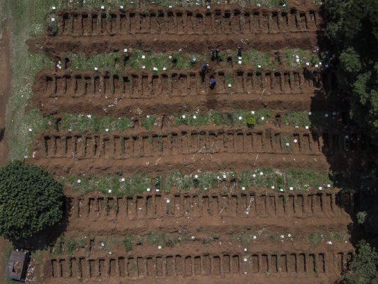 Entierros exprés en el mayor cementerio de América Latina por el coronavirus