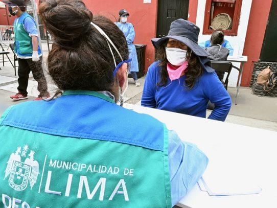 Perú prohíbe que hombres y mujeres salgan juntos por coronavirus