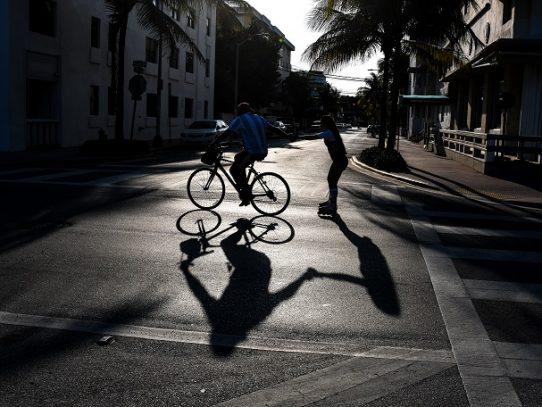 Gobernador ordena confinamiento en Florida y reitera rechazo a cruceros con coronavirus