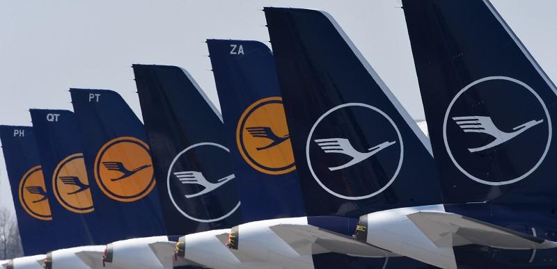 """Aerolínea Lufthansa pierde un millón de euros """"por hora"""" y necesita """"apoyo"""" público"""