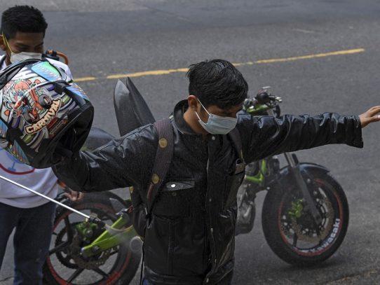 Corte de El Salvador anula orden de Bukele de detener a quienes violen cuarentena