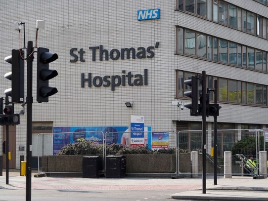 Reino Unido registra 759 nuevas muertes por coronavirus, 18.100 en total