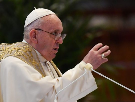 El papa pide que las vacunas contra el coronavirus no se reserven a los más ricos