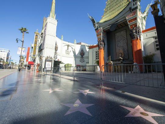 Paparazzis de Hollywood se ganan la vida con las migajas que dejan famosos confinados